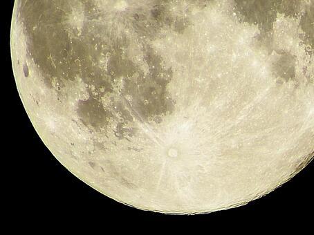 보름달 (월령 14.9)