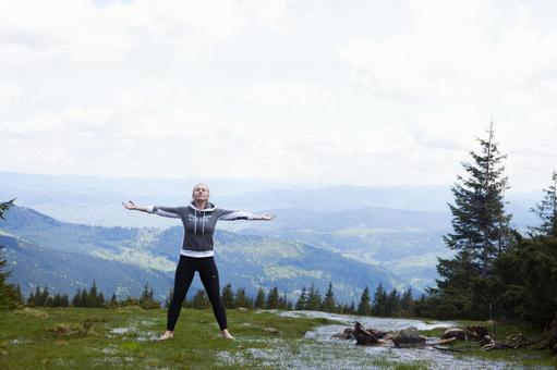A woman who plays yoga in a place with a nice view 11