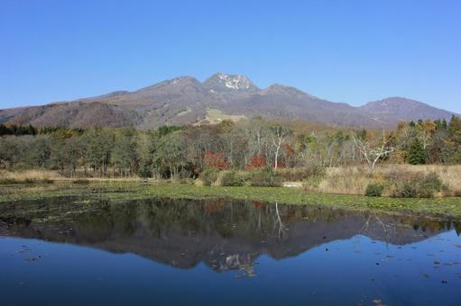 Autumn sorimo pond _ Myoko mountain 02