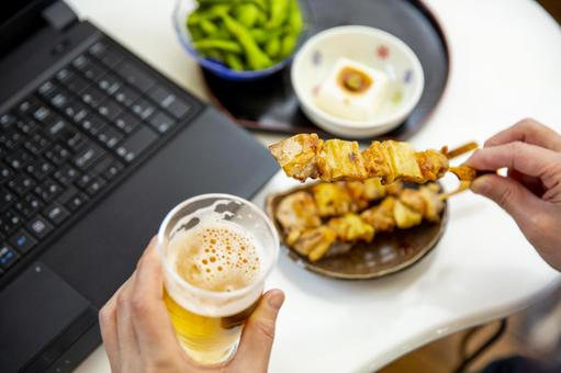 Drink beer in front of a computer