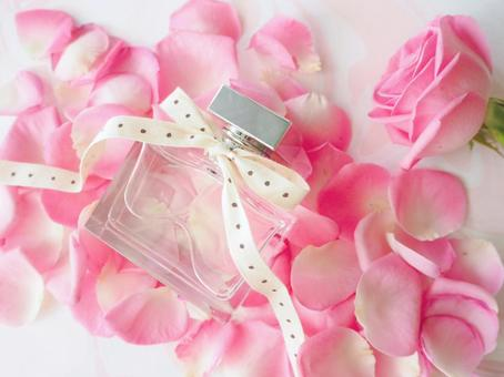Floral rose scent