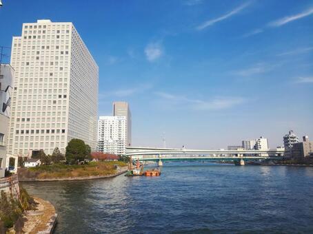도쿄도 영구 다리에서 스미다 강 상류 도쿄 스카이 트리 방면을 바라 보는
