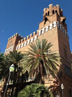 バルセロナ 三頭龍の城