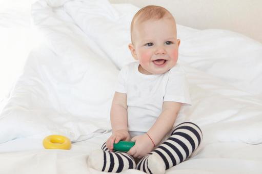 흰 옷을 입은 아기 1