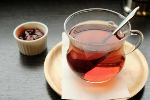 Russian tea with strawberry jam