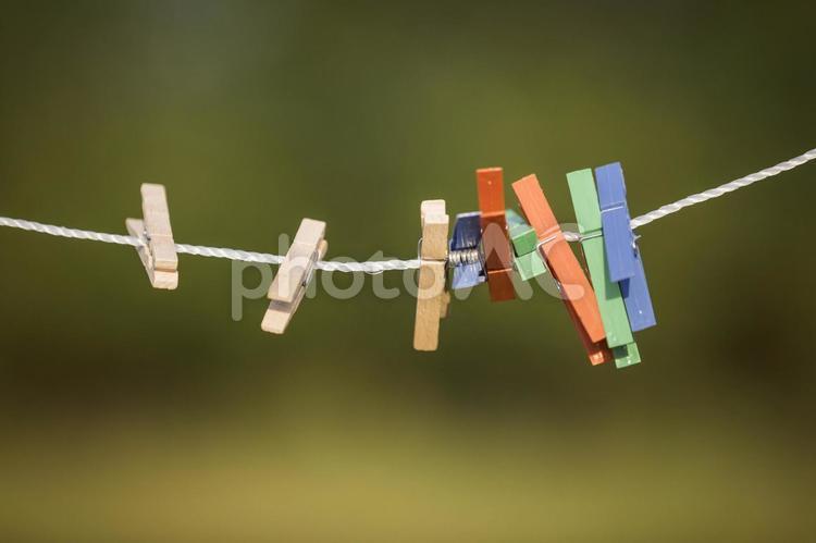カラフルな洗濯バサミ7の写真
