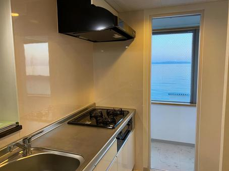 A house with a view of the sea from the kitchen