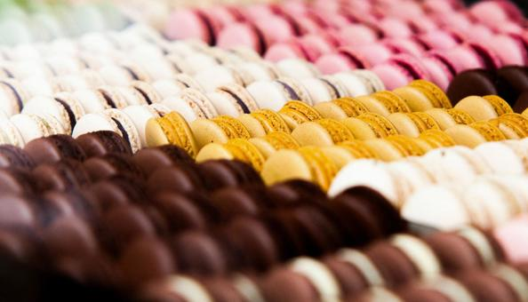 Showcase lined with macaroons 1