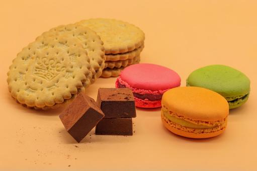 Macaroons, biscuits and raw chocolate