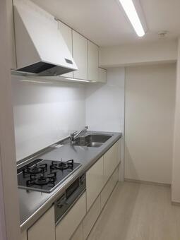 White-based system kitchen