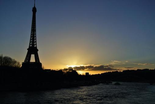 Sunset, Eiffel Tower and Seine