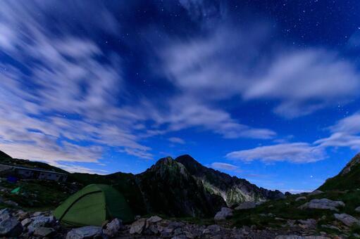 剱沢 캠프장 밤하늘과 텐트