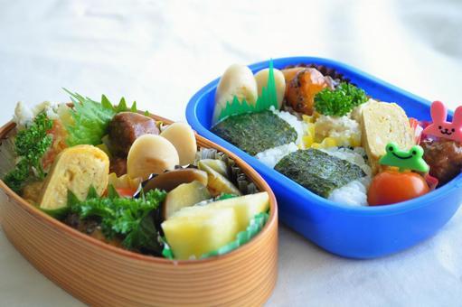 Handmade bento (Magewappa bento box and children's rice ball bento) _ Image of lunch, cooking, and housework