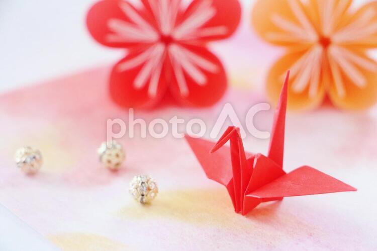 年賀状 折り鶴 梅の花の写真