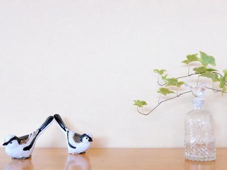 녹색 식물과 작은 새의 배경 심플 벽지 인테리어 화이트