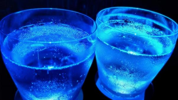 Illuminated glass with blue carbonated drink