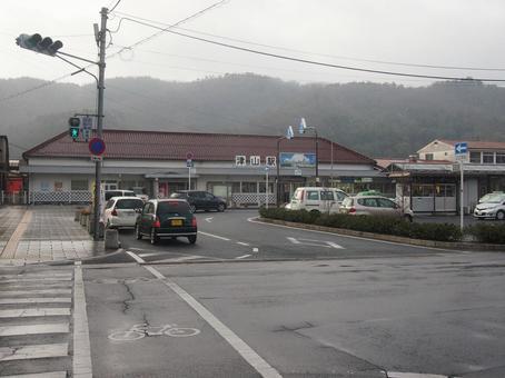 Tsuyama station building