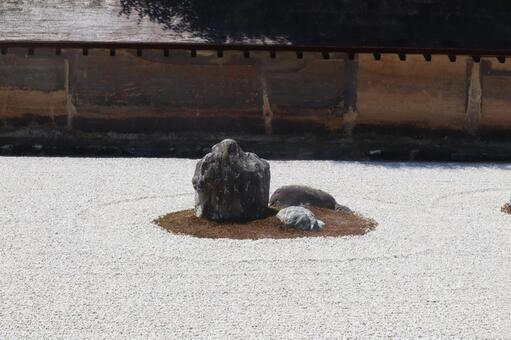 石頭花園裡的石頭(Ryuanji)