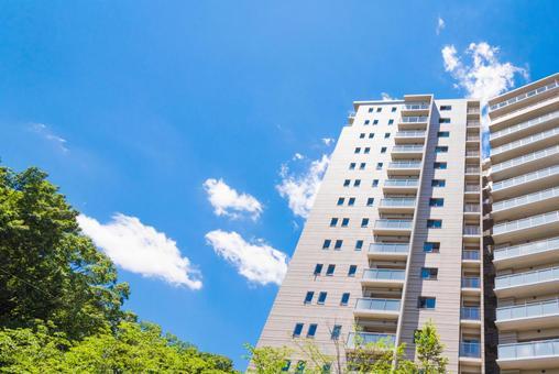 푸른 하늘과 아파트