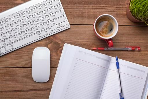 PC accessories and writing instruments and coffee 3