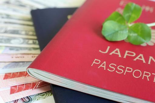 여권과 외국 지폐