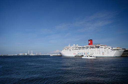 푸른 바다, 푸른 하늘, 하얀 배