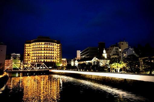 長崎の夜の街並み