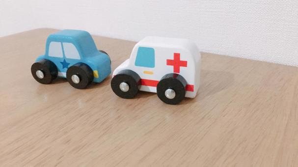 おもちゃの車 救急車