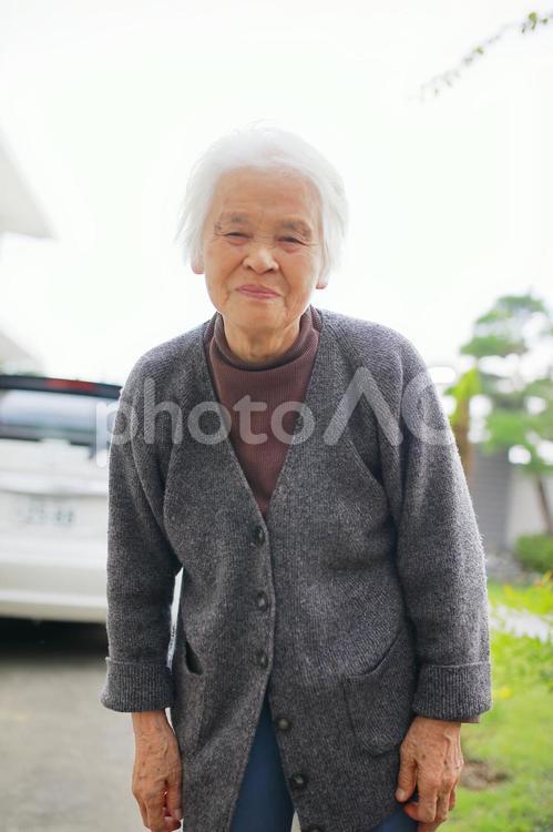 シニア女性 笑顔の写真