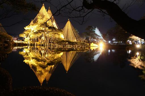 Snow hanging light up of Kenrokuen Garden Karasaki Matsu