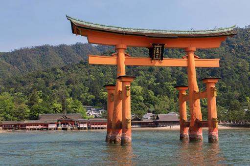 Otorii 's in Miyajima 【From the sea to diagonally】