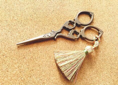 Antique style scissors