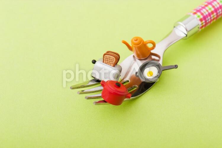 フォークと料理の写真