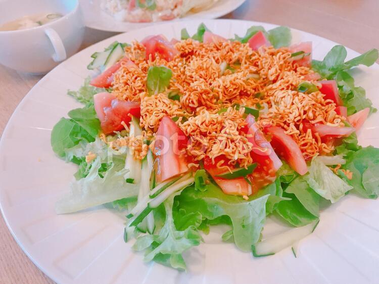 天気の子サラダ(ラーメンサラダ)の写真