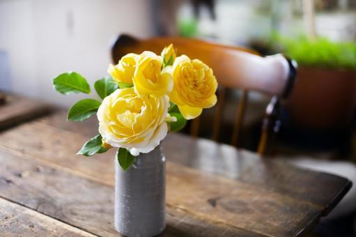 黃玫瑰花瓶