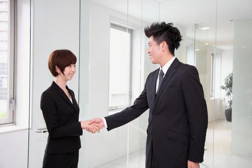 公司員工4握手