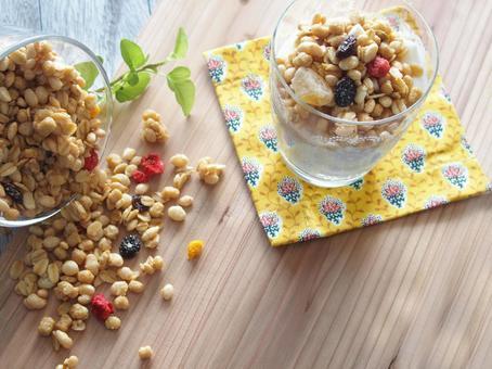Fruit granola and yogurt