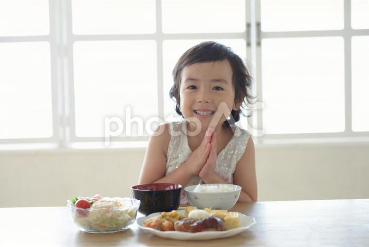 母と子 食事3の写真