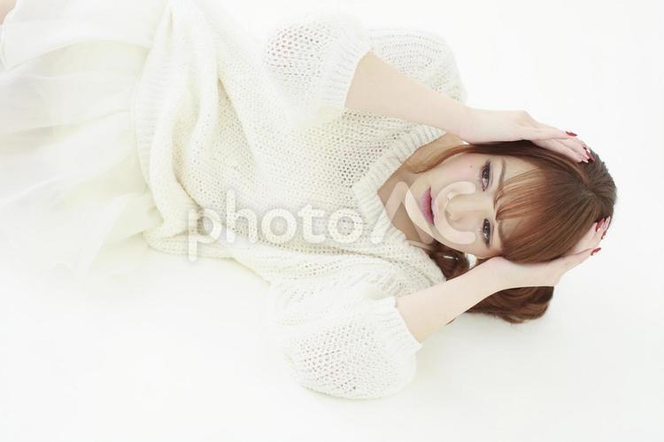 倒れる女性1の写真