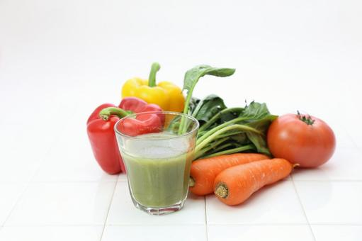 Vegetable and green smoothie 6