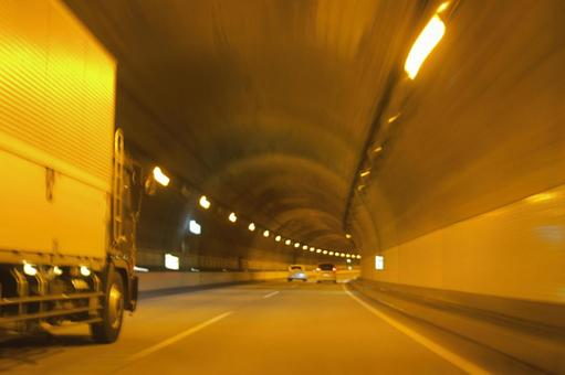 Tunnel 10