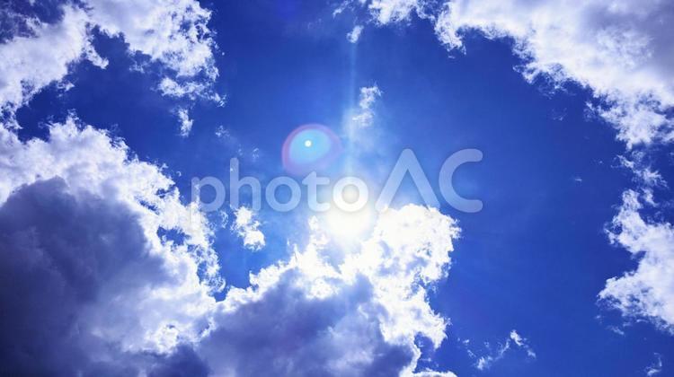 太陽と雲の写真