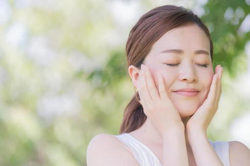 Women in their 30s, skin care, natural