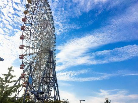 Ferris wheel and autumn sky