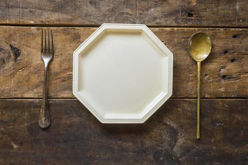 Wooden desk_octagonal plate_cutlery