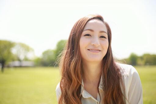 一個微笑的女人