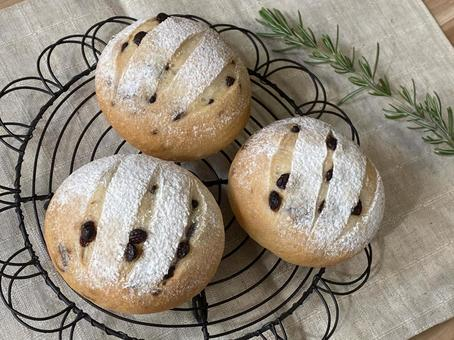 Chocolate chip bread next to the net