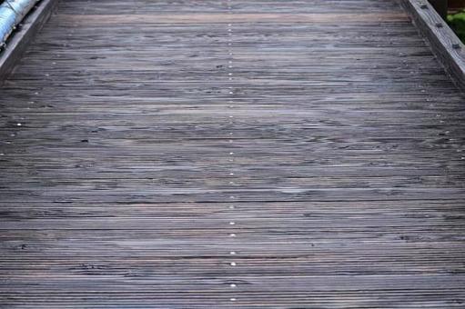 Wood floor board at the foot of the suspension bridge (Supasshu Land Otsuri Bridge, Shiroishi City, Miyagi Prefecture)
