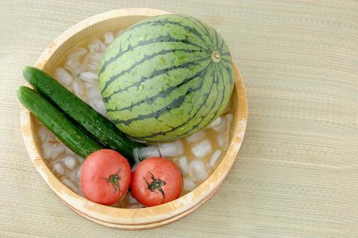 Chilled summer vegetables