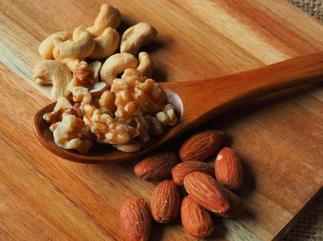 Mixed nut [almonds. Walnut. Cashew nuts]